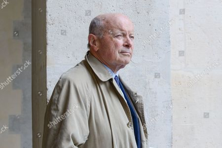 Jacques Toubon, former minister of Justice in the Chirac government. The coffin of President Jacques Chirac is installed at the entrance of the Saint-Louis cathedral Invalides and condolence registers are placed at the disposal of the public.
