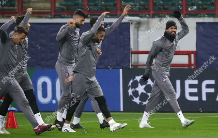 Atletico Madrid's Diego Costa (R) and teammates during a training session of the team in Moscow, Russia 30 September 2019. Atletico Madrid will face Lokomotiv Moscow in a UEFA Champions League group stage match on 01 October.