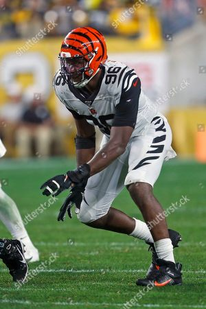 Cincinnati Bengals defensive end Carlos Dunlap (96) plays during the second half of an NFL football game against the Pittsburgh Steelers in Pittsburgh