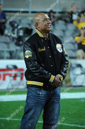 Steelers ring of honor Coach Cower, and Hines Ward during the Pittsburgh Steelers vs Cincinnati Bengals at Heinz Field in Pittsburgh, PA