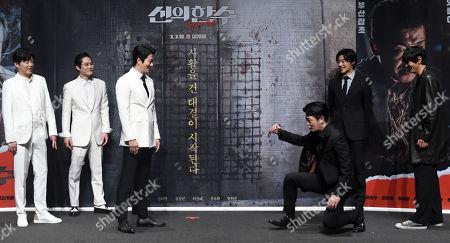 Kwon Sang-woo (C-L) and Seong-tae Heo (C-R)