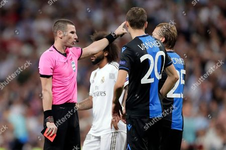 Brugge's Ruud Vormer, right, gets a red card by referee Georgi Kabakov during the Champions League group A soccer match between Real Madrid and Club Brugge, at the Santiago Bernabeu stadium in Madrid, Tuesday, Oct.1, 2019