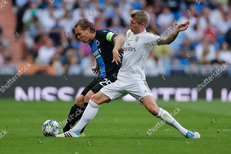 Brugge's Ruud Vormer, left, is challenged by Real Madrid's Toni Kroos during the Champions League group A soccer match between Real Madrid and Club Brugge, at the Santiago Bernabeu stadium in Madrid, Tuesday, Oct.1, 2019