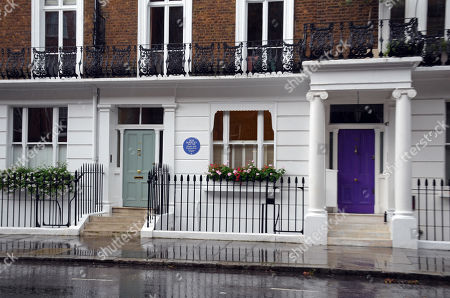 Stock Photo of Reggae legend Bob Marley has been honoured with an English Heritage blue plaque at the London house he lived at when he finished recording the ground-breaking album Exodus. The plaque marks where Marley lived with his band the Wailers in 1977 at 42 Oakley Street, in Chelsea.