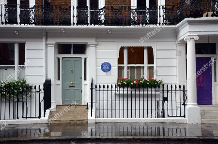 Reggae legend Bob Marley has been honoured with an English Heritage blue plaque at the London house he lived at when he finished recording the ground-breaking album Exodus. The plaque marks where Marley lived with his band the Wailers in 1977 at 42 Oakley Street, in Chelsea.
