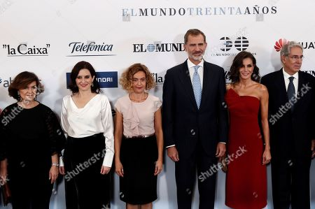 Spain's King Felipe VI (3-R) and Queen Letizia (2-R) pose with Madrid's regional President Isabel Diaz Ayuso (2-L), Lower House Speaker Meritxell Batet (3-L), Unidad Editorial's president Antonio Fernandez-Galiano (R) and acting Spanish Deputy Prime minister Carmen Calvo (L) for a group picture as they arrive for the 30th anniversary ceremony of the newspaper 'El Mundo' in Madrid, Spain, 01 October 2019.