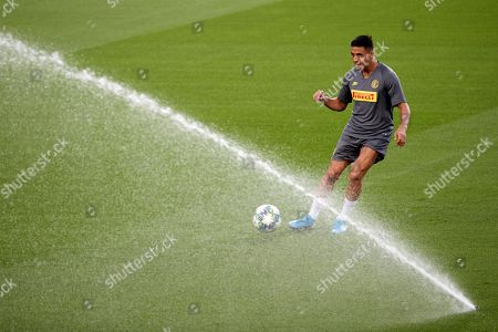 FC Internazionale's forward Alexis Sanchez attends a training session at Camp Nou stadium in Barcelona, Catalonia, Spain, 01 October 2019. FC Barcelona will face FC Internazionale in their UEFA Champions League Group F soccer match on 02 October 2019.