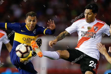 Enzo Perez (R) of River Plate in action against Carlos Tevez (L) of Boca Juniors during the first leg of the semi-final of the Copa Libertadores soccer match between Argentinian teams River Plate and Boca Juniors, at Monumental stadium in Buenos Aires, Argentina, 01 October 2019.