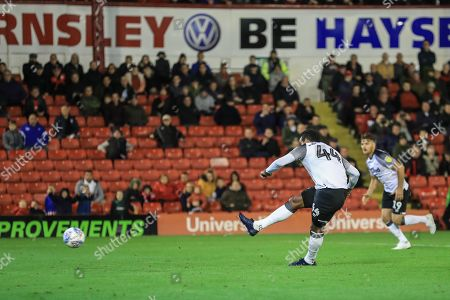 2nd October 2019, Oakwell, Barnsley, England; Sky Bet Championship, Barnsley v Derby County : Tom Huddlestone (44) of Derby County scores a penalty to make it 1-2 Credit: Mark Cosgrove/News Images