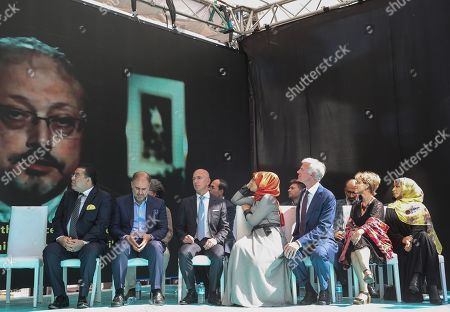 Hatice Cengiz (R-4), the fiancee of murdered Saudi journalist Jamal Khashoggi, CEO of Amazon Jeff Bezos (C), Yemeni Nobel Prize winner Tawakkol Karman (R) and participants attend  an event marking marks one-year anniversary of the assassination of Saudi dissident journalist Jamal Khashoggi  in Istanbul, Turkey, 02 October 2019. Saudi dissident journalist Jamal Khashoggi, whose remains have not been found, was assassinated at the Saudi Arabian consulate building in Istanbul on 02 October 2018.