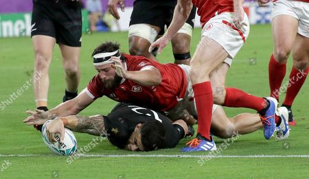 New Zealand's Sonny Bill Williams reaches out to score a try during the Rugby World Cup Pool B game at Oita Stadium between New Zealand and Canada in Oita, Japan