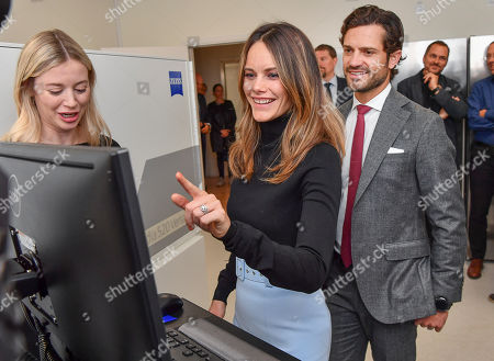 Princess Sofia of Sweden and Prince Carl Philip get to try Microscope and MRI-equipment at the Brain Imaging Centre