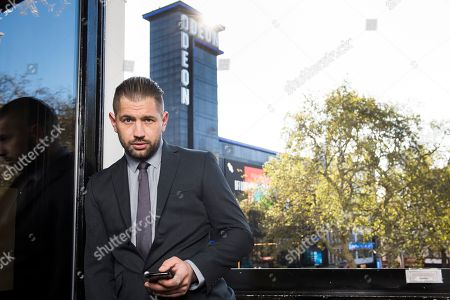 Lookalike Tom Hardy makes his way to Leicester Square