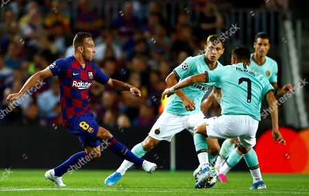 FC Barcelona's midfielder Arthur Melo (L) in action against Internazionale's forward Alexis Sanchez (R) during the UEFA Champions League group F soccer match between FC Barcelona and FC Internazionale at Camp Nou Stadium in Barcelona, Catalonia, Spain, 02 October 2019.