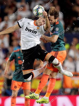 AFC Ajax's Daley Blind (R) fights for a header against Valencia's Maxi Gomez (L) during their UEFA Europe League group H soccer match between Valencia CF and Ajax Amsterdam at Mestalla stadium, in Valencia, Spain, 02 October 2019.