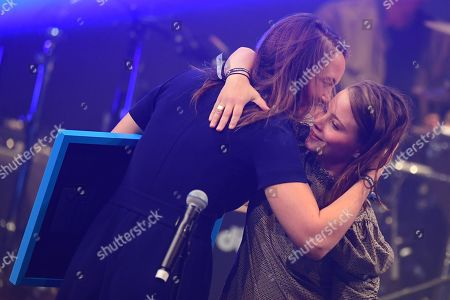 Swiss singer Sophie Hunger (L) receives the award in the category Female Favorite Solo Artist (Lieblings-Solokuenstlerin) of Swiss actress Jasna Fritzi Bauer during the Award for Pop Culture (Preis fuer Popkultur) ceremony of the in Berlin, Germany, 02 October 2019. The Preis fuer Popkultur is a German music award and is regarded as an alternative to the conventional music industry awards.