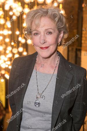 Patricia Hodge (Grace)