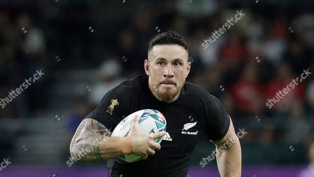 New Zealand's Sonny Bill Williams handles the ball during the Rugby World Cup Pool B game at Oita Stadium between New Zealand and Canada in Oita, Japan