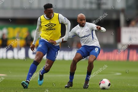 Yerry Mina of Everton and Fabian Delph during the warm up
