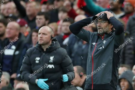 Reaction from Jurgen Klopp after Mohamed Salah is mould by Hamza Choudhury of Leicester City