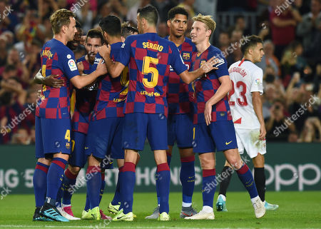 Lionel Messi of FC Barcelona clelebrates his goal (4-0) with his teammates