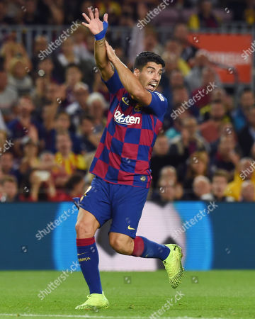 Luis Suarez of FC Barcelona reacts