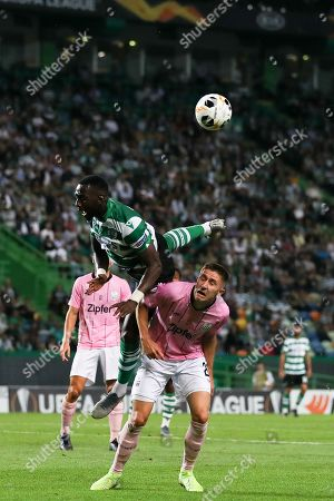 Sporting CP's Yannick Bolasie (C) in action against LASK Linz's Reinhold Ranftl during their UEFA Europa League Group D soccer match held at Alvalade Stadium, Lisbon, Portugal, 03 October 2019.