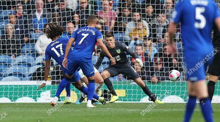 Alex Iwobi of Everton fluffs a chance in the 1st half