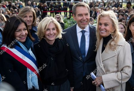 (L-R) Paris Mayor Anne Hidalgo, US Ambassador in France Jamie McCourt, US artist Jeff Koons, former US ambassador in France Jane D. Hartley during the inauguration of Koon's art installation entitled 'Bouquet of Tulips' in Paris, France, 04 October 2019. The art installation was offered to the city of Paris as a tribute to the victims of the 2015 and 2016 terror attacks in France.