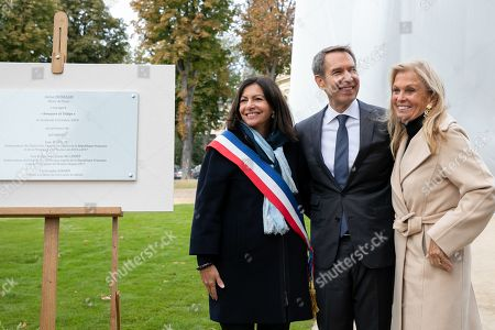 Jeff Koons, Anne Hidalgo, Mayor of Paris and Jane D. Hartley, Ambassador of the United States of America in France