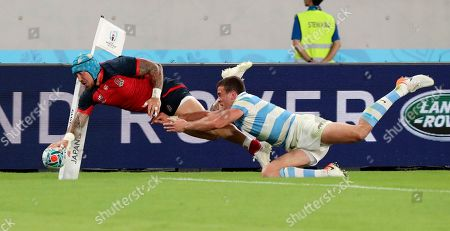 England's Jack Nowell scores a try during the Rugby World Cup Pool C game at Tokyo Stadium between England and Argentina in Tokyo, Japan