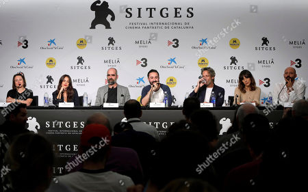 Macarena Garcia (2-L) and Luis Tosar (3-L), film director Aritz Moreno (C) and actors/cast members Ernesto Alterio (3-R) and Belen Cuesta (2-R) attend a press conference on the movie 'Ventajas de viajar en tren' (Advantages of Travelling by Train) at the 52nd Sitges International Fantastic Film Festival, in Sitges, Barcelona, Spain, 05 October 2019. The festival runs from 03 to 13 October.