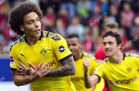 Dortmund's Axel Witsel celebrate his opening goal during the German Bundesliga soccer match between SC Freiburg and Borussia Dortmund in Freiburg, Germany, 05 October 2019.