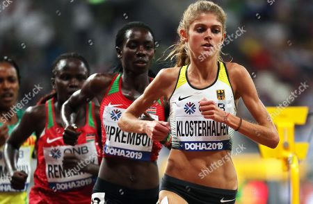 Konstanze Klosterhalfen (R) of Germany is on her way to take the third place in the women's 5,000m final at the IAAF World Athletics Championships 2019 at the Khalifa Stadium in Doha, Qatar, 05 October 2019.