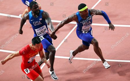 Justin Gatlin (2-L) of the USA hands over to his teammate Michael Rodgers (R) during the men's 4x100m Relay final at the IAAF World Athletics Championships 2019 at the Khalifa Stadium in Doha, Qatar, 05 October 2019. The US relay team won the race.