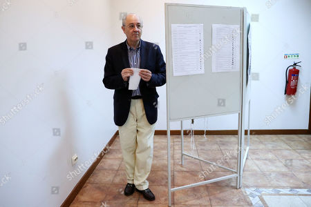 Social Democratic Party (PSD) leader Rui Rio casts his vote in the legislative elections, in Porto, Portugal, 06 October 2019. More than 10.8 million registered voters are called on the day to the polls to elect the 230 deputies for the next legislature and from where the Constitutional Government will take place.