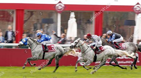 EBRAZ (Maxime Guyon) beats KHATAAB (right) in The Qatar Arabian World Cup Longchamp