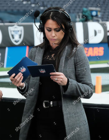 Olympic medalist Sam Quek checks her notes ahead of the game between the Chicago Bears and the Oakland Raiders