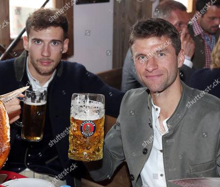 Thomas Mueller (li) and Javier Martinez    Besuch team des FC Bayern Muenchen auf dem Oktoberfest6.10.2019 in Muenchen.