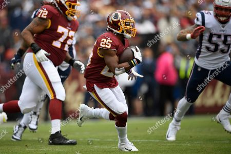 Washington Redskins running back Chris Thompson (25) runs against the New England Patriots during the first half of an NFL football game, in Washington