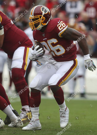 Washington Redskins RB Adrian Peterson (26) in action during a game against the New England Patriots at FedEx Field in Landover, Maryland on Photo/ Mike Buscher / Cal Sport Media