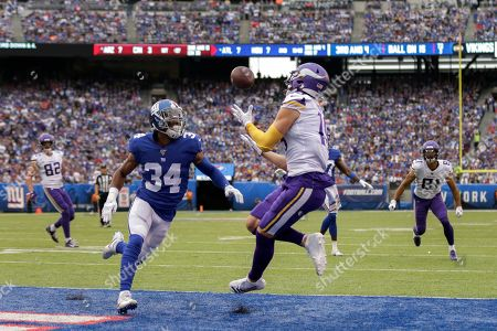 Minnesota Vikings wide receiver Adam Thielen (19) makes a touchdown catch against New York Giants defensive back Grant Haley (34) during the second quarter of an NFL football game, in East Rutherford, N.J