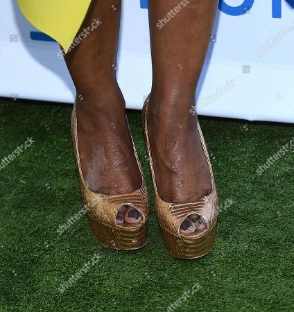 Angela Bassett, shoe detail