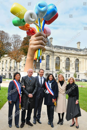 Stock Image of Jeanne D'Hautesserre, Deputy Mayor of Paris for culture Christophe Girard, Artist Jeff Koons, Mayor of Paris Anne Hidalgo, Jane D. Hartley and Ambassador of USA to Paris, Jamie McCourt