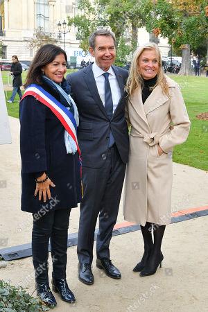 Mayor of Paris Anne Hidalgo, Artist Jeff Koons and Jane D. Hartley