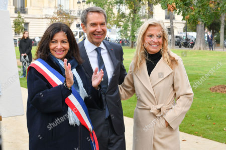 Stock Image of Mayor of Paris Anne Hidalgo, Artist Jeff Koons and Jane D. Hartley