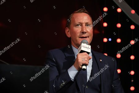 Ray Parlour on stage
