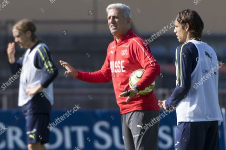 Switzerland's national soccer team head coach Vladimir Petkovic, center, speaks with players Michael Lang, left, and goalkeeper Yann Sommer, right, during a training session before the upcoming UEFA Euro 2020 qualifying soccer matchs, at the Stade Olympique de la Pontaise in Lausanne, Switzerland, Tuesday, October 8, 2019. Denemark will play Switzerland for the UEFA Euro 2020 qualifying Group D soccer match on October 12 in Copenhagen.