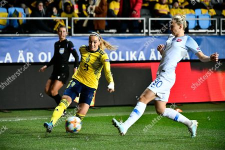 Sweden's Kosovare Asllani (L) and Slovakia's Andrea Horvathova fight for the ball during UEFA women's EURO 2021 qualifying round group F between Sweden and Slovakia at Old Ullevi arena, Sweden, 8 October 2019.