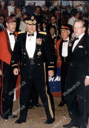 General H. Norman Schwarzkopf Wearing Evening Uniform And The Insignia Of The Kcb Recently Awarded Him By The Queen Being Greeted In The Arena By The Right Honorable Tom King Secstate For Defence; Gen Sir Peter De La Billiere Commander Of British Forces In The Middle East; Majgen Corbett Chairman Of The Royal Tournament; Ltcol Worsley-tonks Commandant Of The Royal Tournament And Col Ferguson Director Of The Royal Tournament. Picture Desk ** Pkt3427-254948